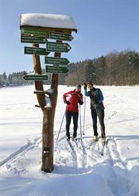 2_Skilaufer-am-Wegweiser.jpg